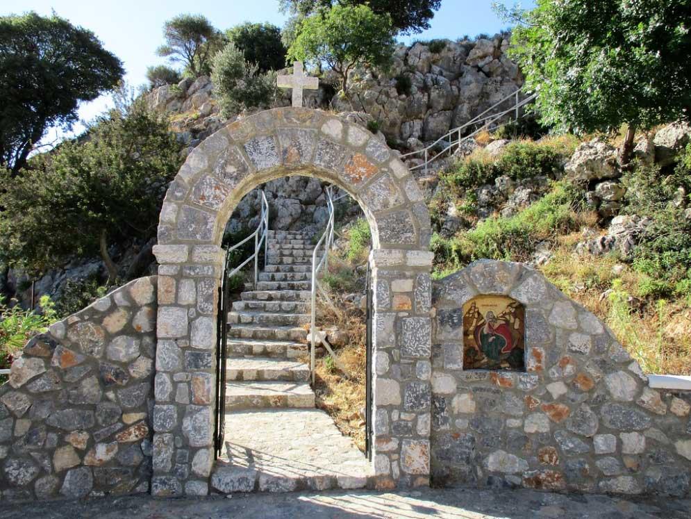 Ворота и лестница к часовне Ильи Пророка