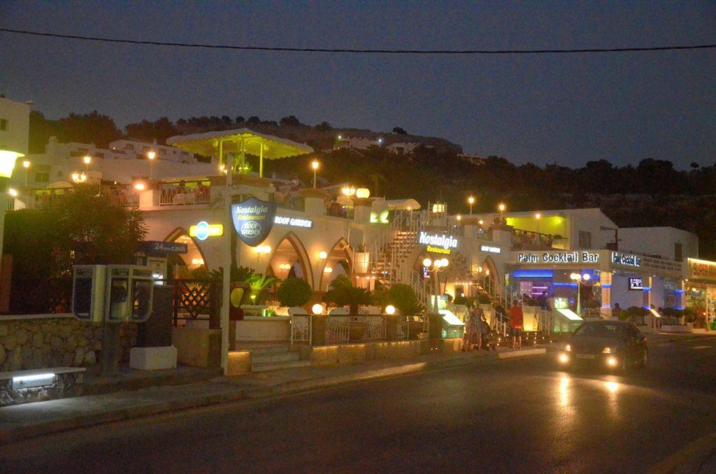 Ночные рестораны и бары для развлечения гостей курорта