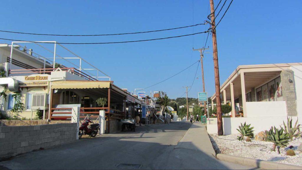 Улица рыбацкого поселка на курорте