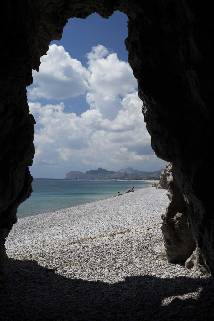 Грот на пляже