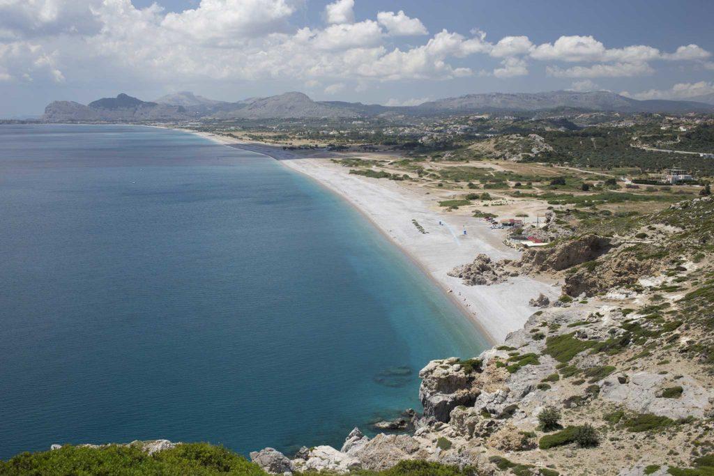 Пятикилометровые пляжи Афанду, которые начинает пляж Трагану