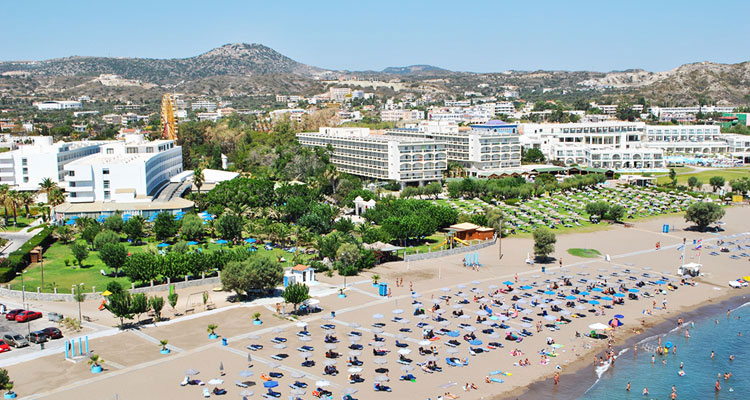 Первая линия отелей на курорте Фалираки