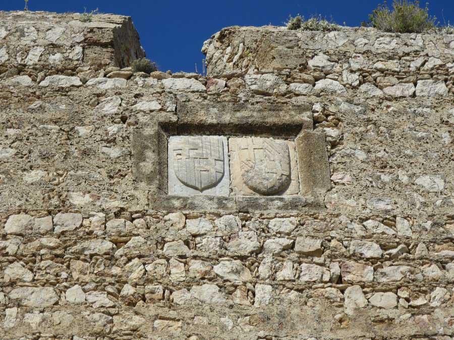 Гербы Великих Магистров строивших замок Критиния