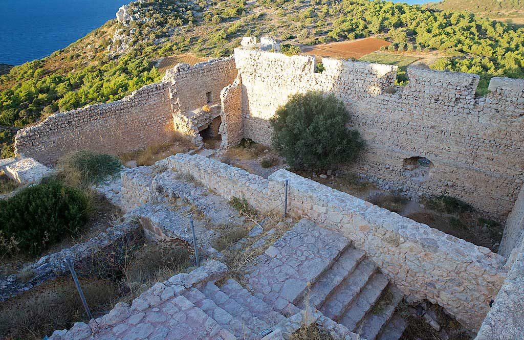 Руины византийской церкви внутри хамка Критиния