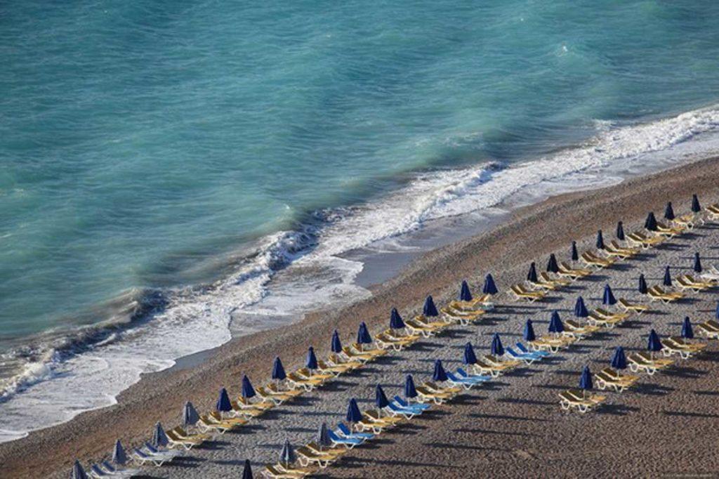 Пляж в апреле на острове Родос