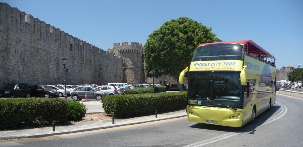 Желтый двухэтажный автобус на Родосе